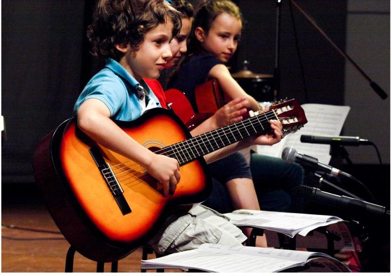 chitarra bambini.jpg